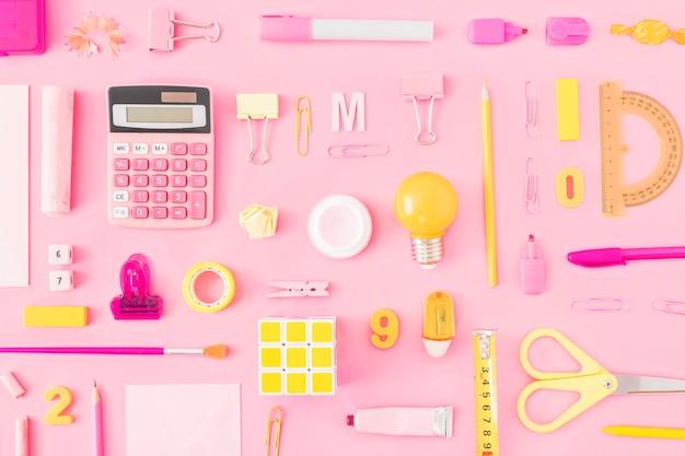 黄色とピンクの文房具のセット