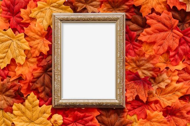 秋の葉にヴィンテージ絵のボード