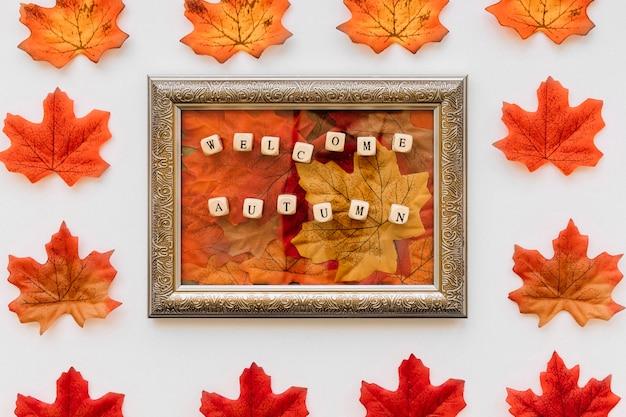 Винтажная рамка с концепцией осенних листьев
