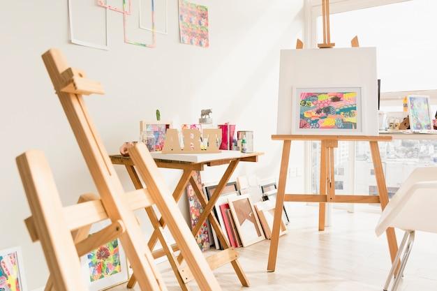 現代美術スタジオ構成