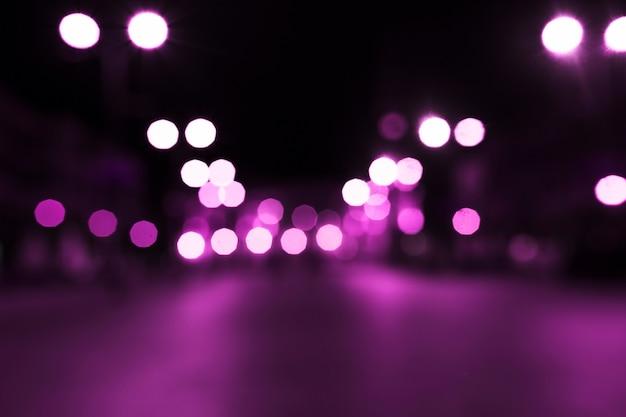 通りにピンクのボケの光