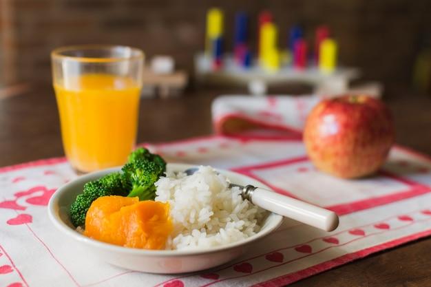 テーブル、ジュース、ガラス、健康的な食事
