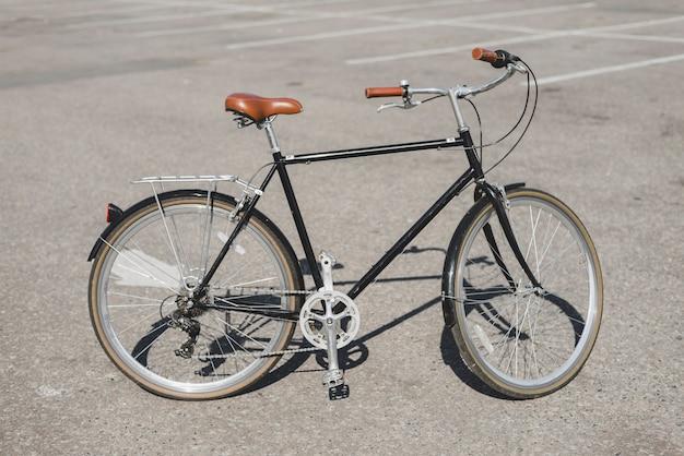 通りに自転車