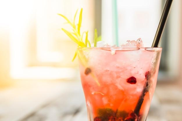 新鮮な冷たい飲み物のクローズアップ