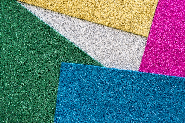 様々なカラフルなカーペットの高い角度のビュー