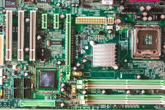 コンピュータのマザーボードのオーバーヘッドビュー