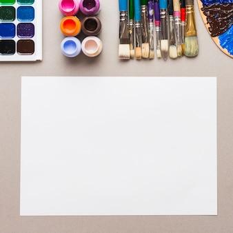 絵画用品の近くの紙シート