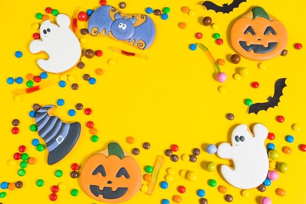小さなキャンディ間のジンジャーブレッド