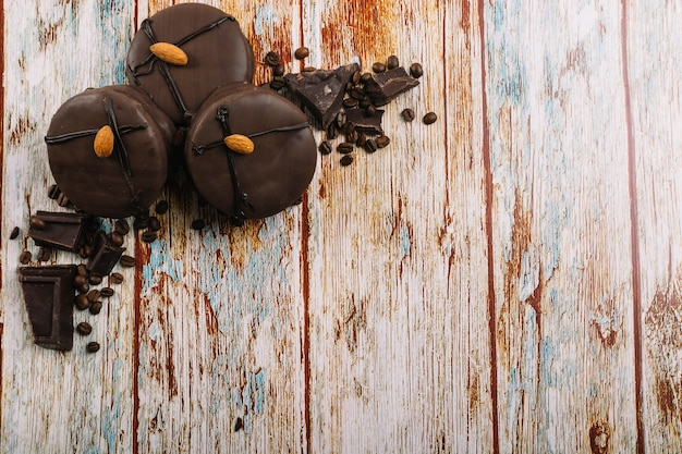Свежие шоколадные мини-пирожные