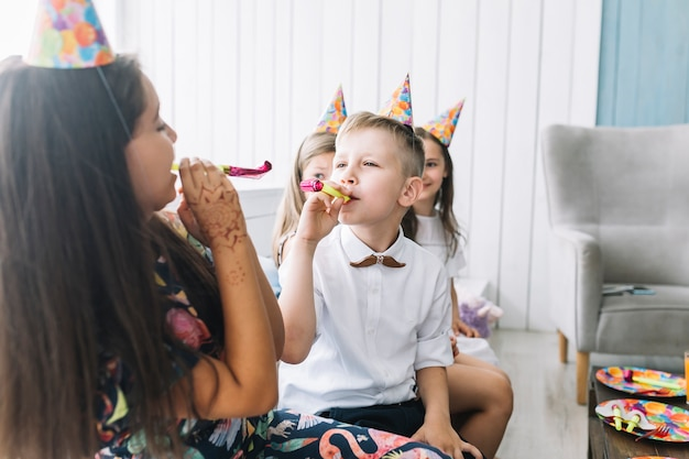 Детские дующие парты на вечеринке