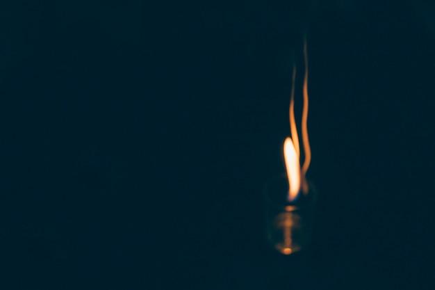 Пожар в текиле выстрелил на черном фоне