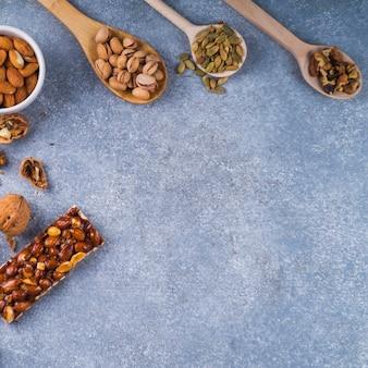 Ингредиенты для приготовления домашнего бара на бетонном фоне
