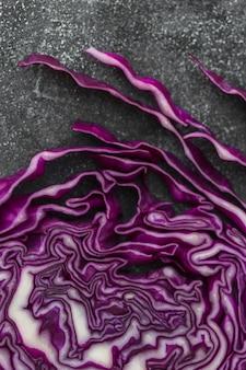 新鮮な紫色のキャベツの高い角度のビュー