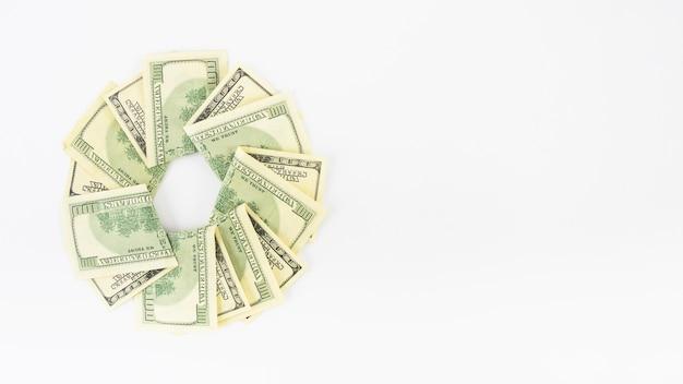 テーブル上の紙幣