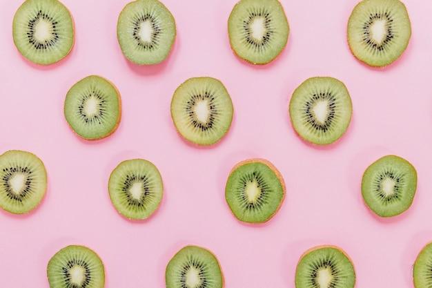 Кусочки свежих киви