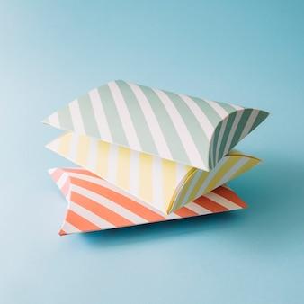 Стек полосатых коробок