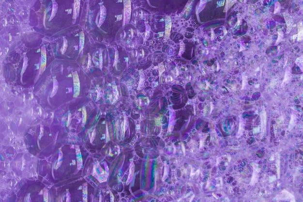 紫の大きな泡