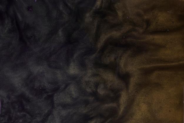 Красивое смешивание черной и коричневой жесткой краски