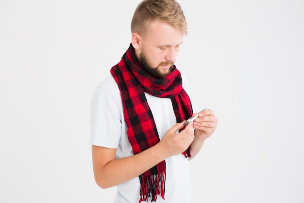 温度、見る、赤、スカーフ、男