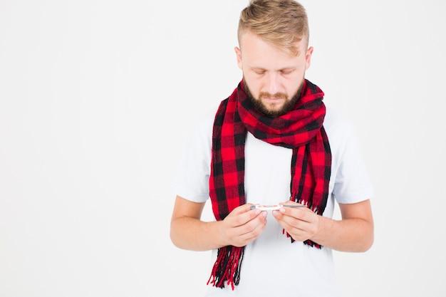 赤、チェッカー、スカーフ、体温計、男