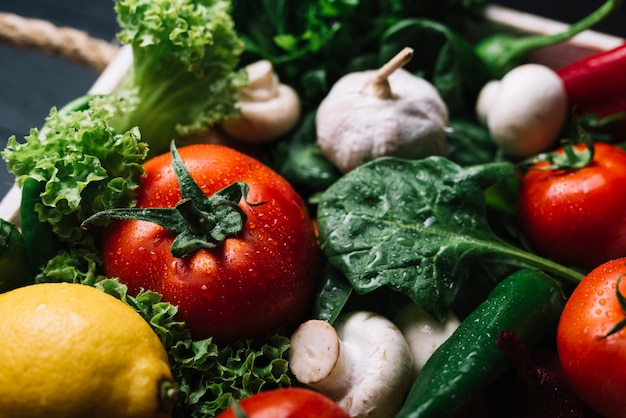 新鮮な生野菜のクローズアップ