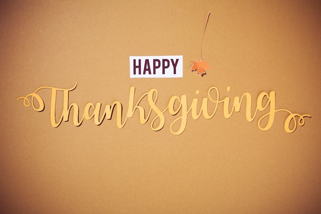 茶色の背景にハッピー感謝祭レタリング