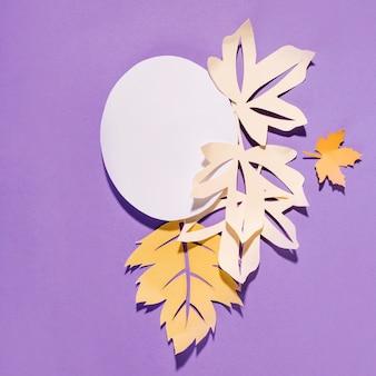 紫の背景に円形の紙のチラシ