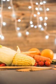 テーブル上のカラフルな野菜