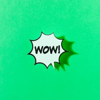 緑色の背景に、ワウの単語のポップアートレトロなイラスト