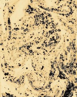 液体の背景で混合するブラックホリカラーパウダー
