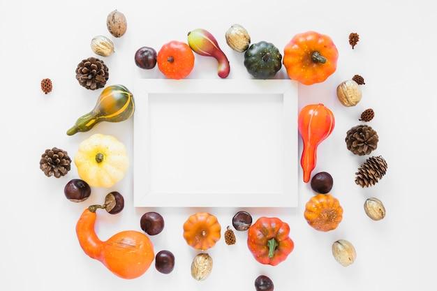 野菜の間のフォトフレーム
