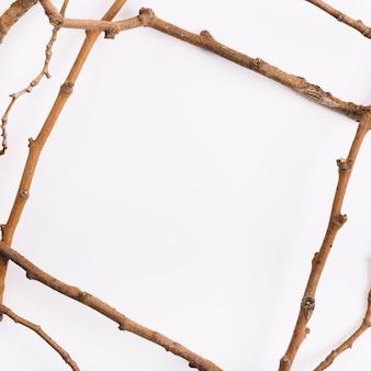 フレームの形の小枝