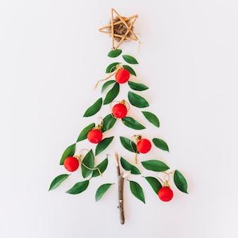 リーフレットで作ったクリスマスツリー