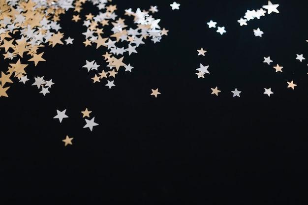 飾られた黄金の星