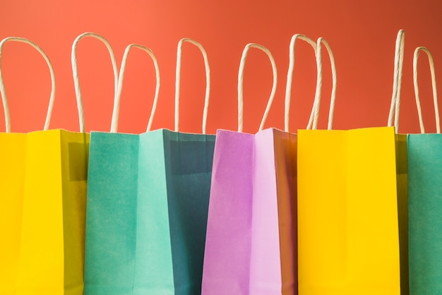 カラフルなショッピングバッグ