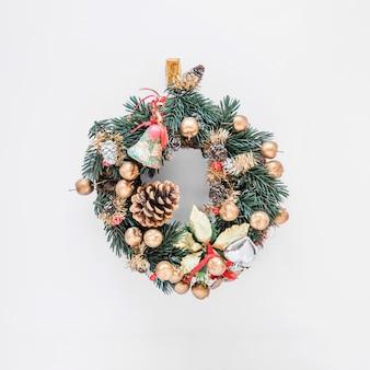 美しいクリスマスの花輪