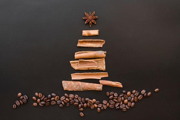 樹皮からのクリスマスツリー