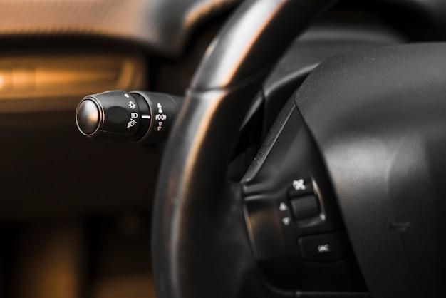 車のハンドルとライトスイッチコントロールパドル