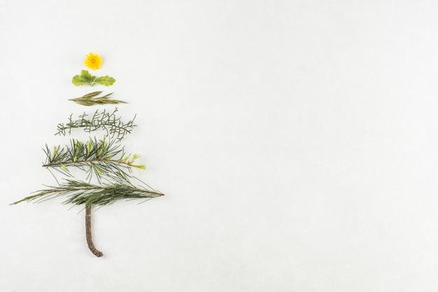 枝からのクリスマスツリー