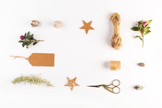 異なる装飾品のコレクション