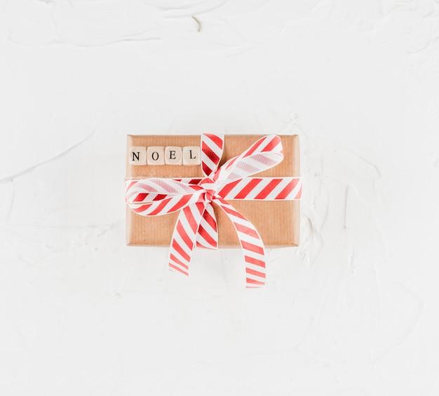 ノエルタイトル付きのプレゼントボックス