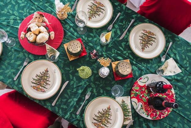 クリスマスディナーのテーブルセット