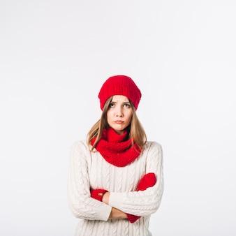 暖かい服の悲しい女性