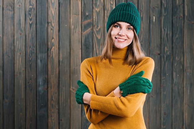 セーター、胸、腕、交差