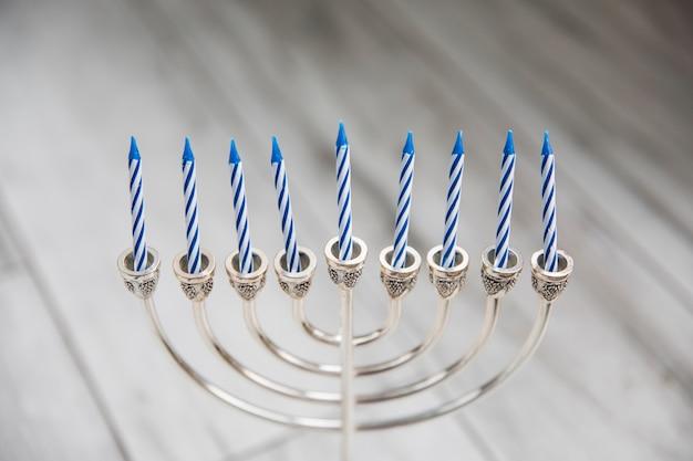Серебряная менора со свечами