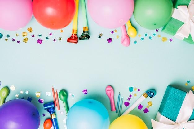 テキストを書くためのスペースと装飾的な誕生日パーティーの背景