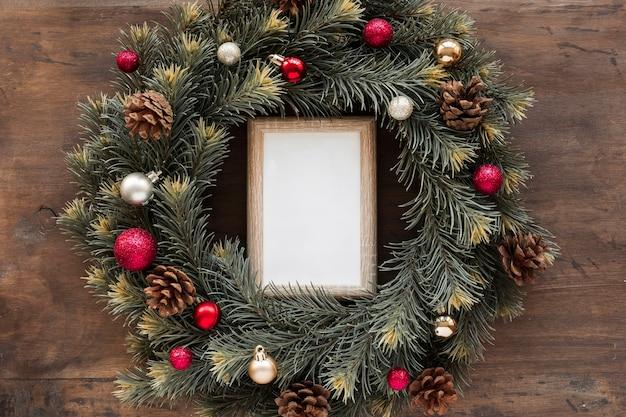 クリスマスの花輪の空のフレーム