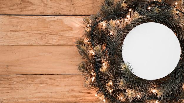 クリスマスの花輪のラウンドペーパー
