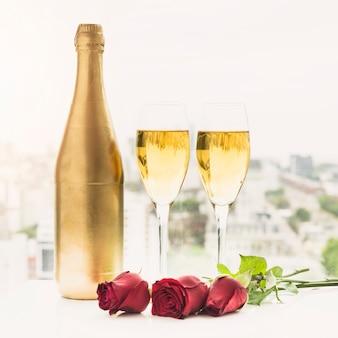 結婚式のシャンパンのある静物