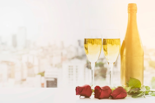 Свадебный натюрморт с шампанским